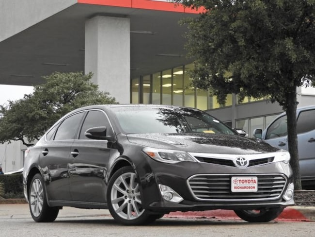 2013 Toyota Avalon XLE Touring Navigation, Sunroof & Leather Sedan