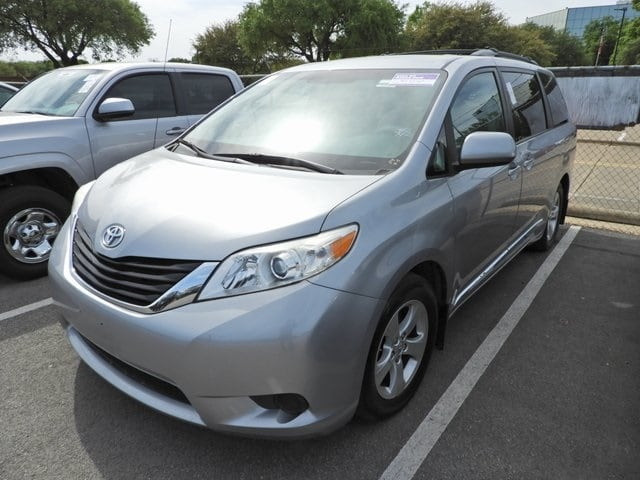 2013 Toyota Sienna LE Navigation Van