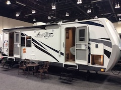 2017 ARCTIC FOX 25W *SOLD*