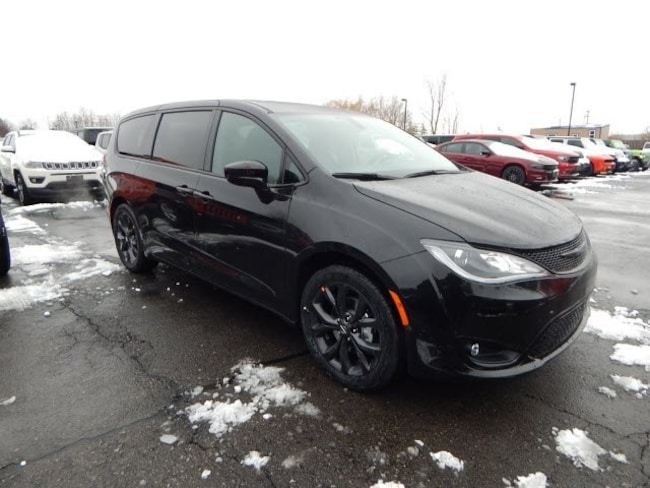2019 Chrysler Pacifica TOURING PLUS Passenger Van serving Buffalo