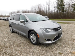 New 2019 Chrysler Pacifica TOURING L Passenger Van in Williamsville, NY