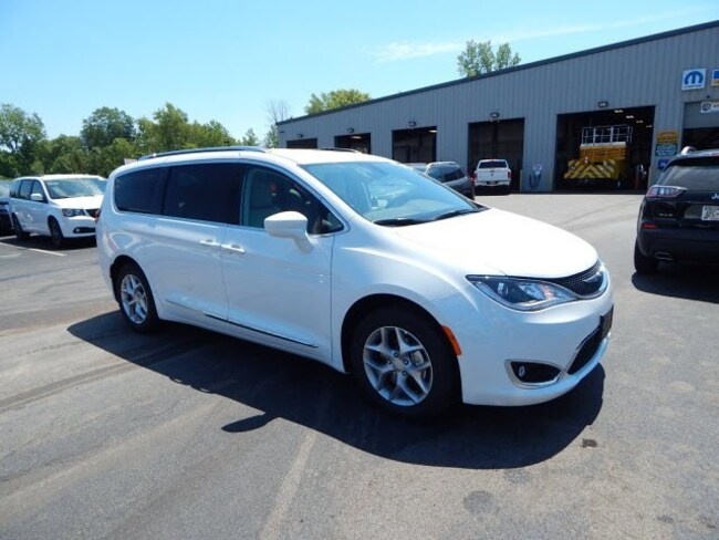 2018 Chrysler Pacifica TOURING L Passenger Van serving Buffalo