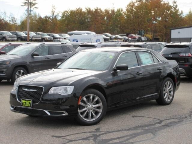 2019 Chrysler 300 TOURING L AWD Sedan