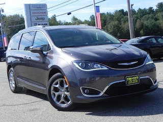 2017 Chrysler Pacifica Limited FWD 7 Pass. / Pano M. Roof /  Navi van
