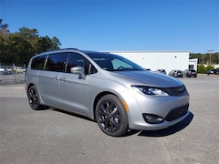 2020 Chrysler Pacifica RED S EDITION Passenger Van for sale in Forsyth County, GA