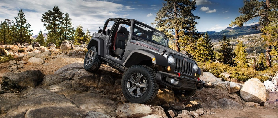 2018 Jeep Wrnagler JK Driving over rocks