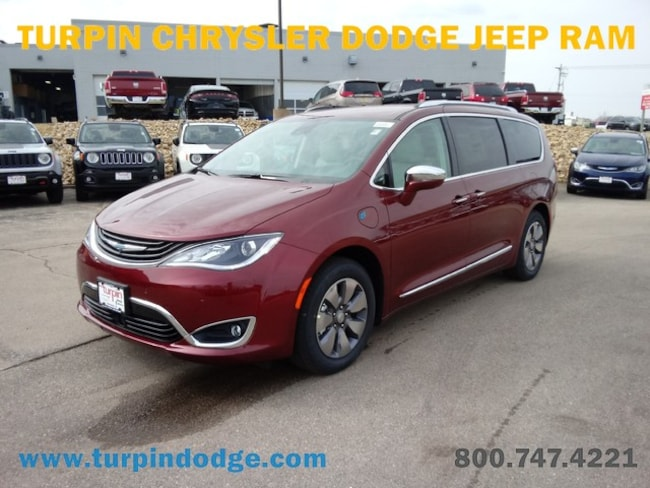 new 2018 Chrysler Pacifica Hybrid LIMITED Passenger Van in Dubuque IA