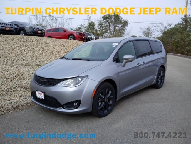 new 2019 Chrysler Pacifica TOURING PLUS Passenger Van in Dubuque IA