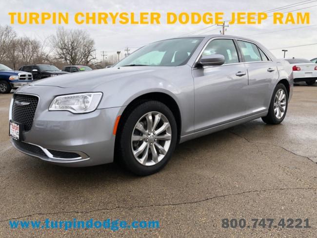 used 2017 Chrysler 300 Limited Sedan in dubuque IA