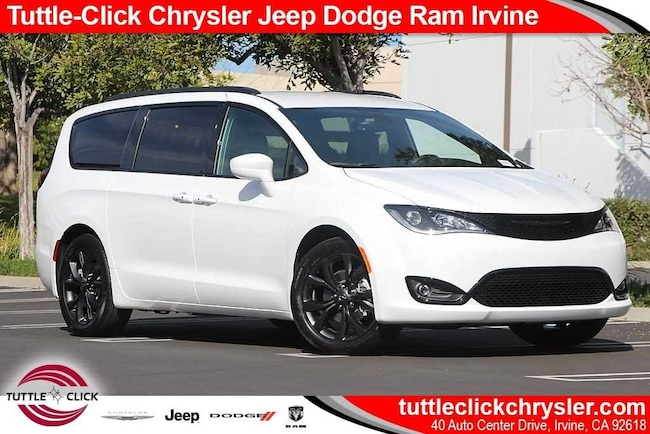 New 2019 Chrysler Pacifica TOURING L Passenger Van Irvine