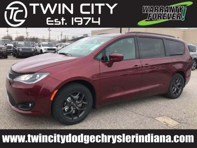 2019 Chrysler Pacifica TOURING L PLUS Passenger Van Lafayette IN