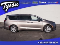 Used 2018 Chrysler Pacifica Touring Plus Van for sale in Shorewood, IL