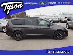 New 2019 Chrysler Pacifica Limited Van Passenger Van for sale in Shorewood, IL