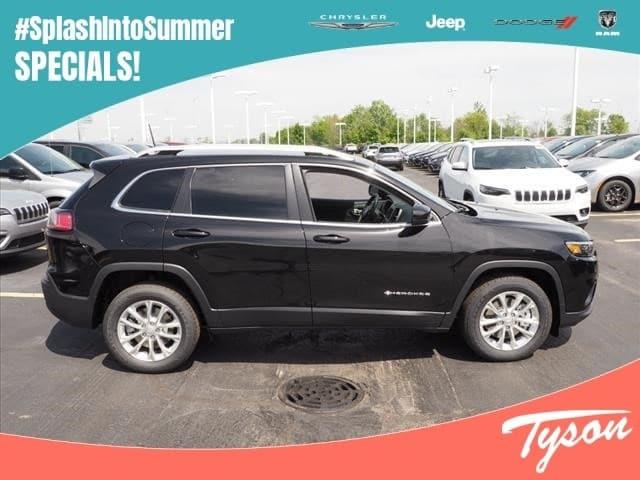 New 2019 Jeep Cherokee Latitude FWD Near Naperville IL | Tyson Motor | VIN:  1C4PJLCX5KD190587
