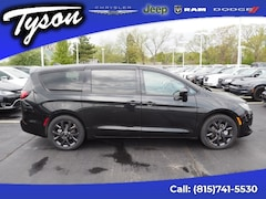 New 2019 Chrysler Pacifica Touring Plus Van Passenger Van for sale in Shorewood, IL
