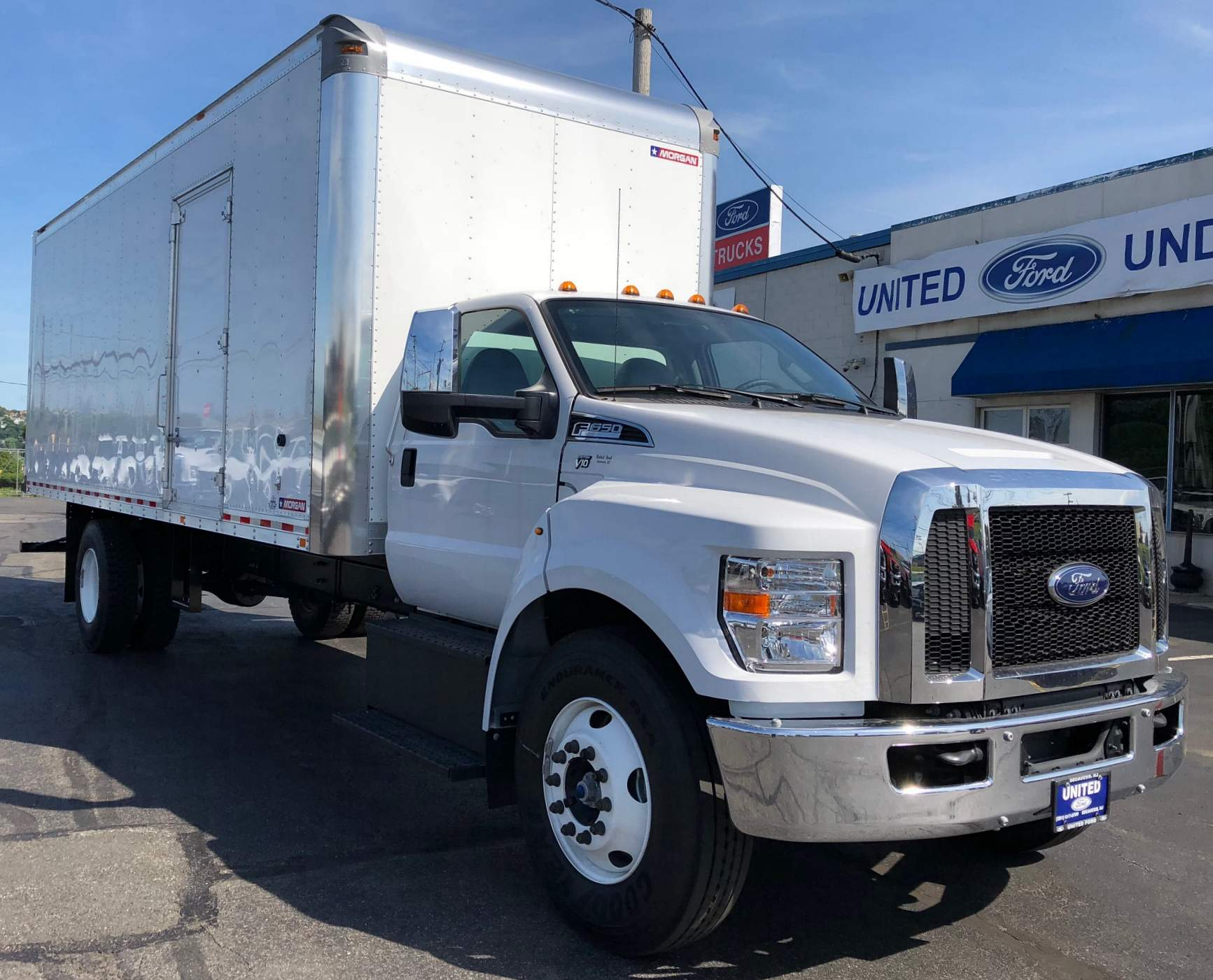 2018 Ford F-650 Chassis F-650 SD Gas Straight Frame BOX TRUCK