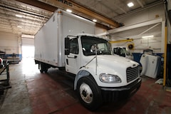 2010 FREIGHTLINER M2 24FT WITH TGATE