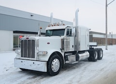2015 PETERBILT 389  - MINT FLAT ROOF