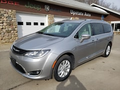 New 2019 Chrysler Pacifica TOURING L Passenger Van in Saranac Lake, NY