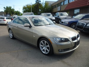 2008 BMW 335 i PREMIUM PACKAGE/NAVIGATION/6 SPD MANUAL/LOW KMS!