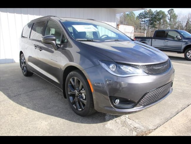 2019 Chrysler Pacifica TOURING L Passenger Van for sale in Sanford, NC at US 1 Chrysler Dodge Jeep