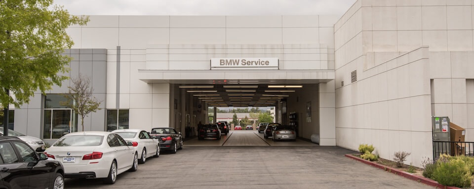Exterior view of service center bay at Valencia BMW