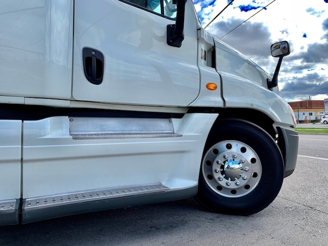 Used 2013 FREIGHTLINER Cascadia For Sale at VALUE TRUCK SALES | VIN:
