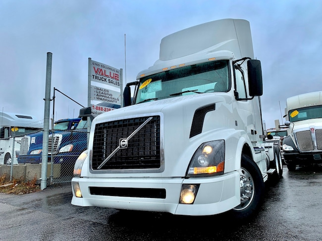 2013 VOLVO VNL300 425HP I-SHIFT Day Cab