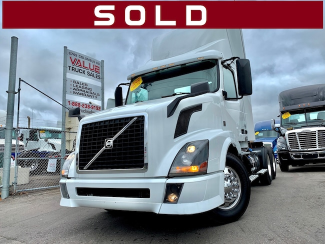 2015 VOLVO VNL300 Day Cab Low Kms