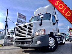 2011 FREIGHTLINER Cascadia ** DAY CAB AUTO **