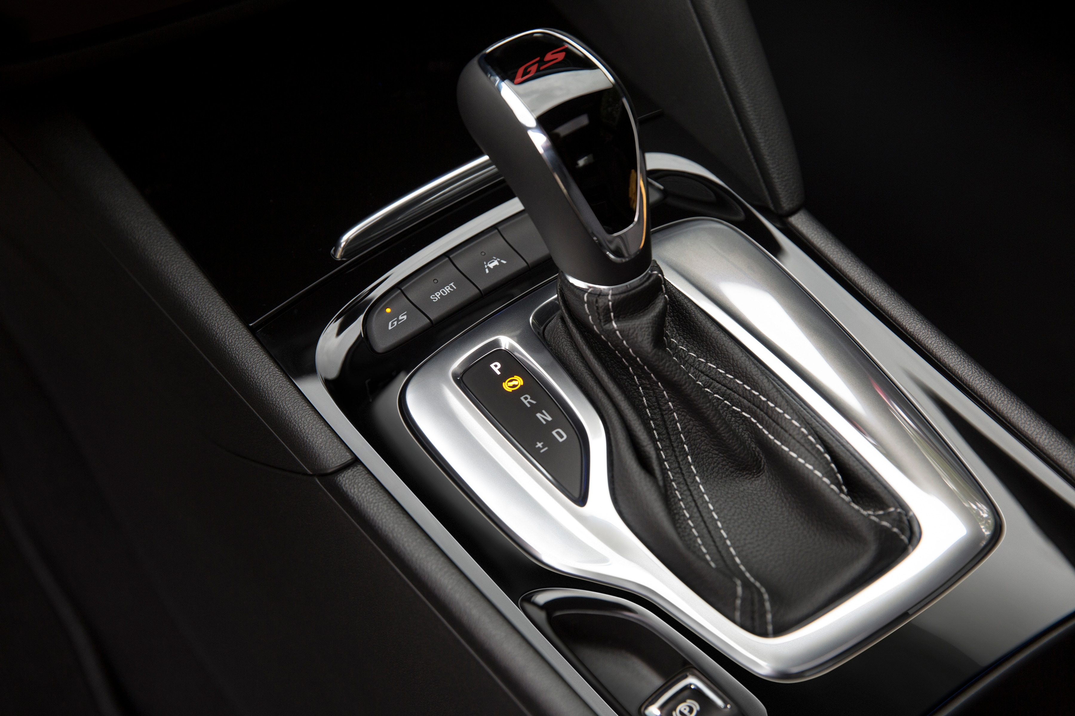 2018 Buick Regal GS gearshift