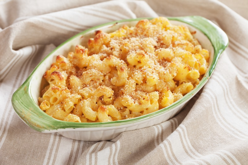 mac and cheese dish
