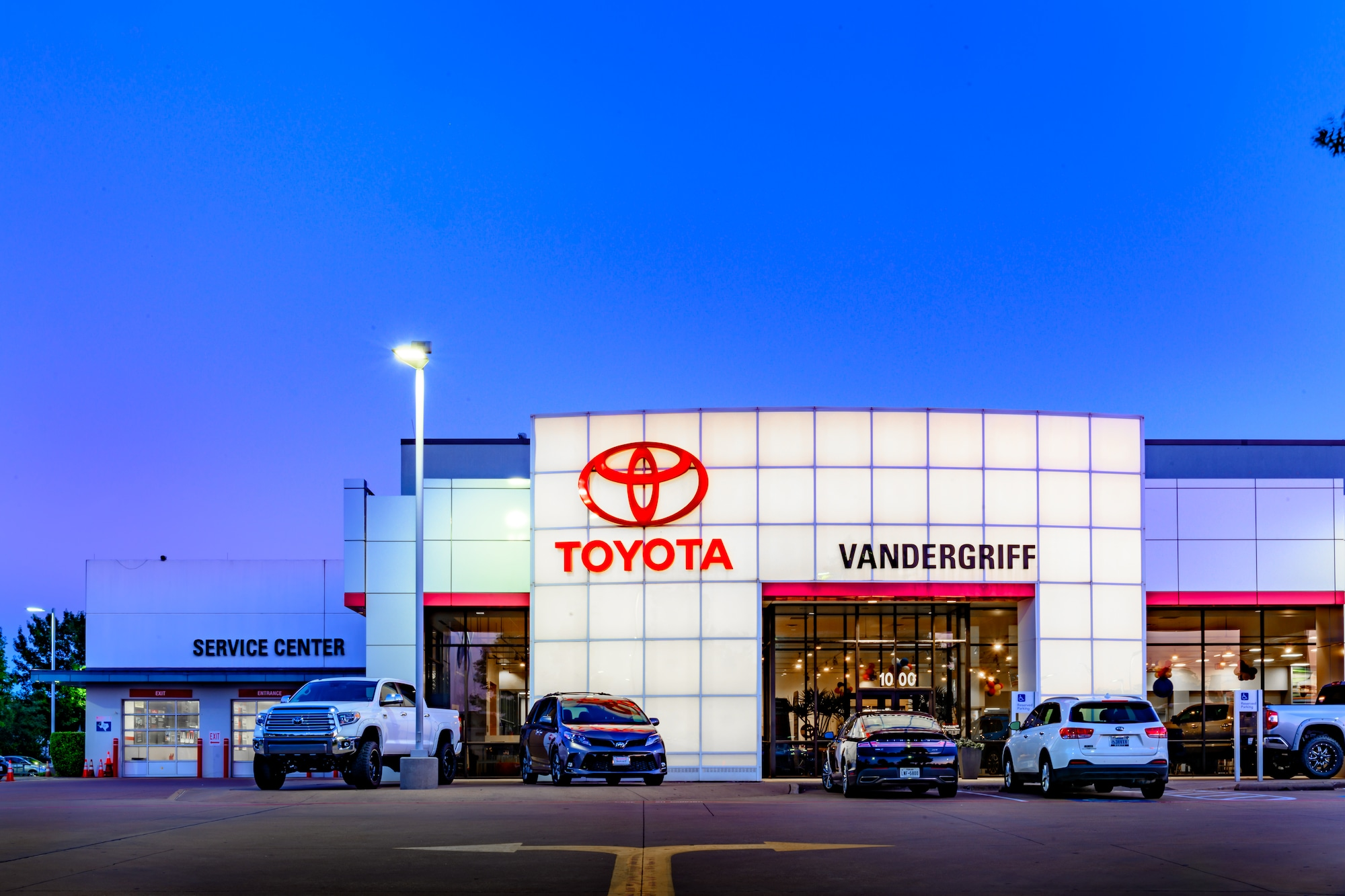 Toyota Dealerships Dfw >> Arlington Toyota Dealer Vandergriff Toyota In Arlington Near