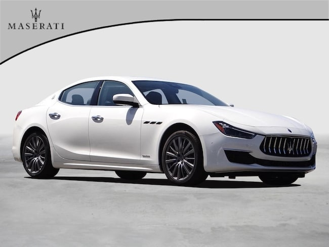 2018 Maserati Ghibli Granlusso Sedan NQJ275890