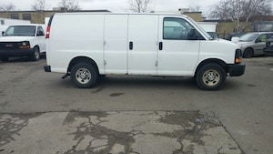 2010 Chevrolet Express G2500 4.8L + Shelves&Rack