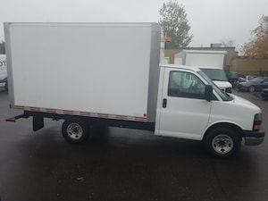 2011 Chevrolet Express G3500 12Ft Box 4.8L V8 + Tow Pkg
