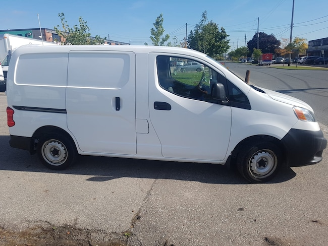 2013 Nissan NV200 2.0L 4cyl + Shelving Commercial