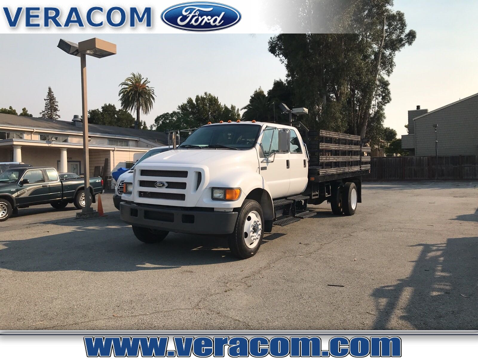 2005 Ford F-750SD Truck