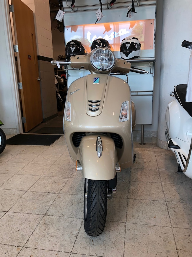 New 2018 Vespa GTS 300 Scooter in Boston, MA