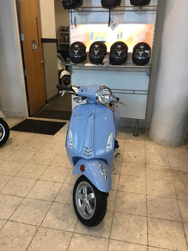 New 2018 Vespa PRIMAVERA 150 Scooter in Boston, MA