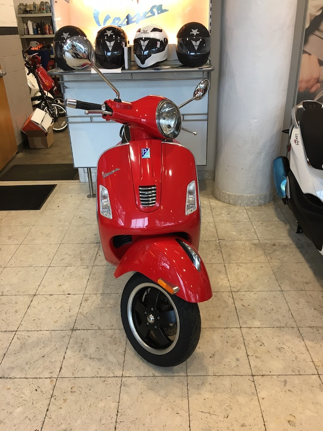 New 2018 Vespa GTS 300 Super Scooter in Boston, MA