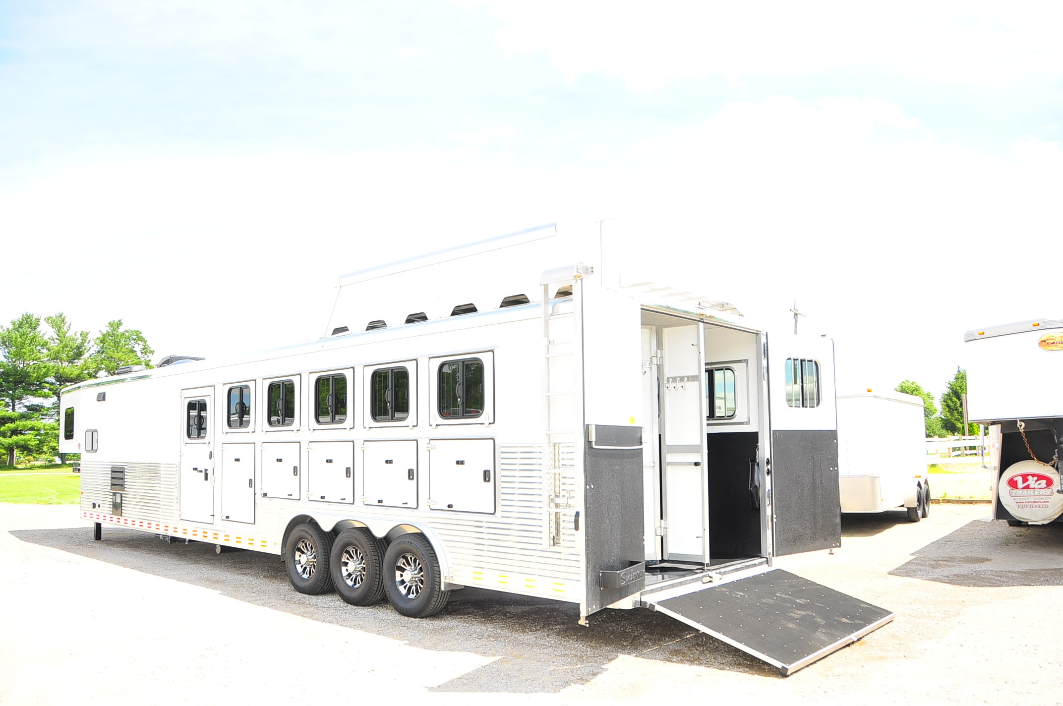 Best Horse Trailer Living Quarters Ideas And Images On Bing Find