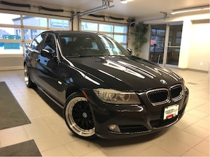 2011 BMW 328 i xDrive - HEATED SEATS / SUNROOF / BLUETOOTH