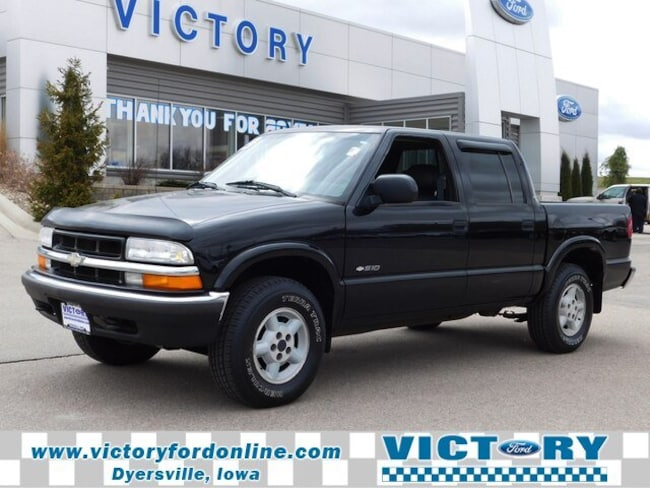 Used 2002 Chevrolet S-10 LS Truck Crew Cab in West Branch