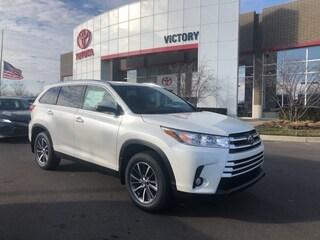 New 2019 Toyota Highlander XLE V6 SUV 5TDJZRFH2KS576653