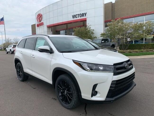 New 2019 Toyota Highlander SE V6 SUV 5TDKZRFH8KS564348 5TDKZRFH8KS564348 for sale near Detroit MI