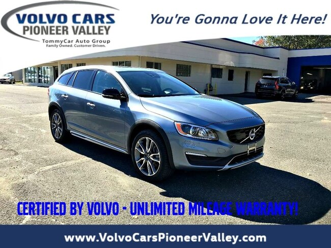 2017 Volvo V60 Cross Country Platinum Wagon
