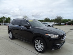 2016 Volvo XC90 T6 AWD Momentum with 3rd Row Seats & Vision Packag