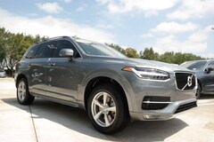 2017 Volvo XC90 T5 FWD 5-Passenger Momentum with Convenience & Vis