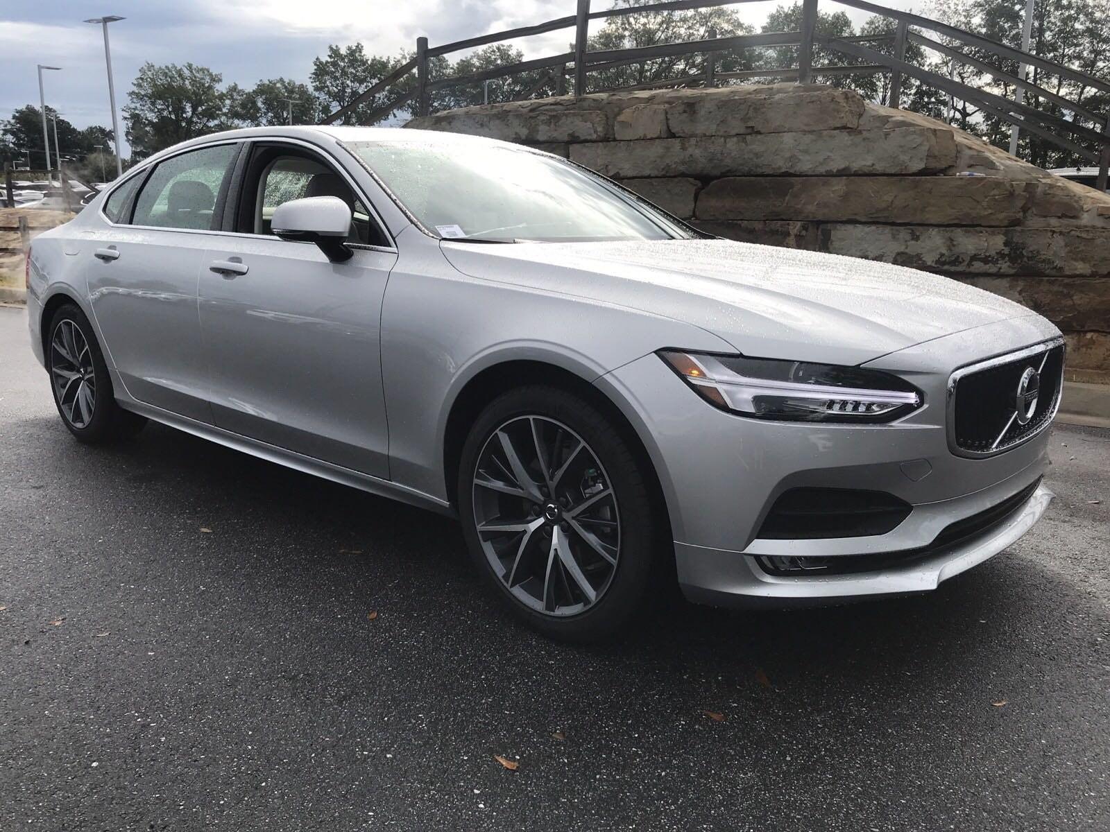 2019 Volvo S90 T5 Momentum Sedan